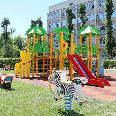 В Киеве появилась первая детская площадка на территории роддома