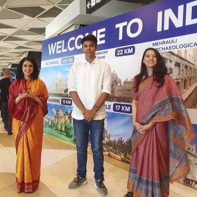 Розыгрыш: в аэропорту Баку туристов приветствовали со словами