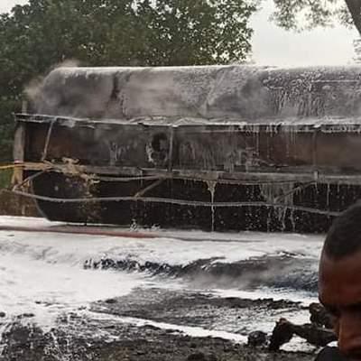 В Нигерии люди собирали бензин после ДТП с бензовозом, произошел взрыв, погибло полсотни человек