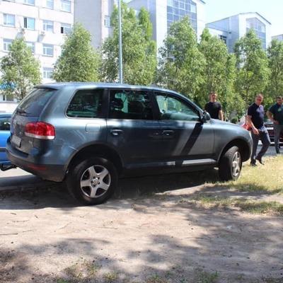 В столице будут штрафовать водителей за парковку на газоне