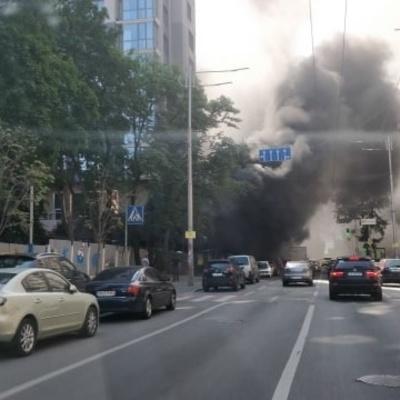 В центре Киева спасателей не пустили на территорию новостройки, где возник пожар