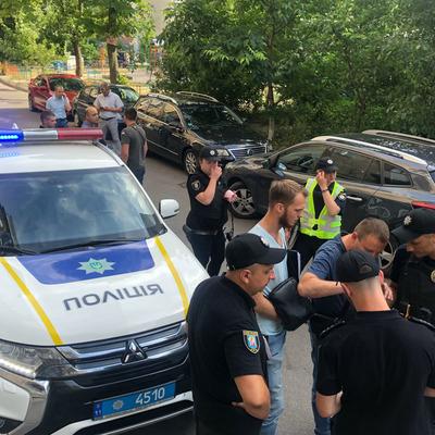 В центре Киева неизвестные в масках похитили более миллиона гривен