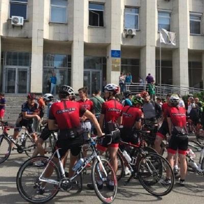 Велосипедисты вышли с требованием уволить президента Федерации велосипедного спорта Украины