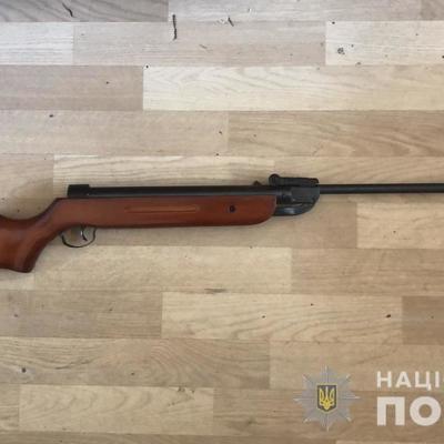 Под Киевом подросток случайно ранил брата из винтовки