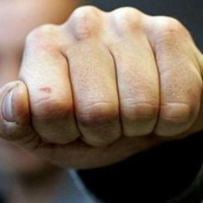 На Майдане Незалежности агрессивный и неадекватный подросток избил пожилого бездомного мужчину