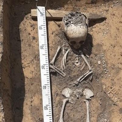 В центре Чернигова археологи раскопали могилу с ребенком времен Киевской Руси (фото)