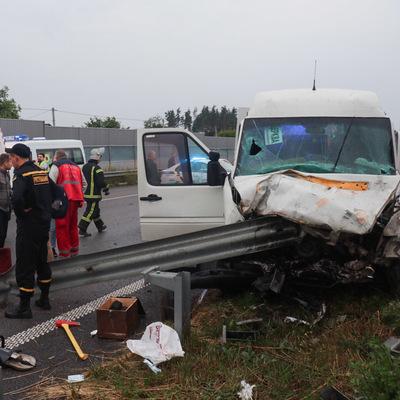 Утром под Киевом столкнулись маршрутка и Ford, есть погибшие