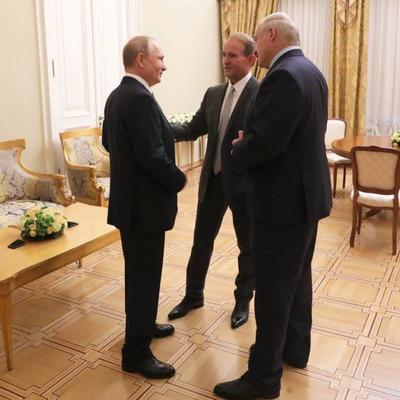 Путин поблагодарил Медведчука за усилия по установлению мира в Украине