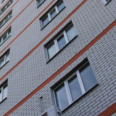 В Киеве 3-летний ребенок выпал с балкона на втором этаже