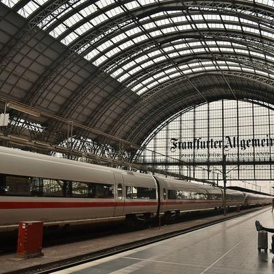 В Германии мигрант столкнул восьмилетнего мальчика под поезд