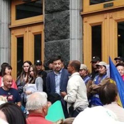 «Зеленский, выходи»: в столице штурмовали Офис президента