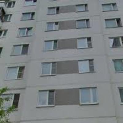 В Киеве мужчина во время обыска в квартире выпрыгнул с 10 этажа
