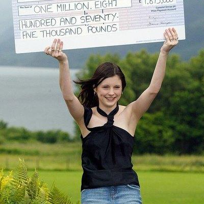 Британка, которая выиграла почти 2 млн в лотерею, заявила, что деньги сделали ее несчастной