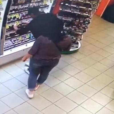 Ограбление века: в киевский магазин забежал вор и украл 4 губные помады (видео)