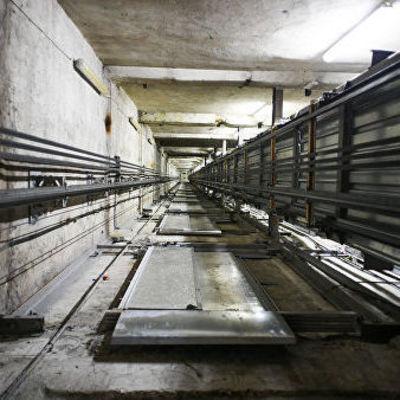 В Киеве мужчина провалился в шахту лифта