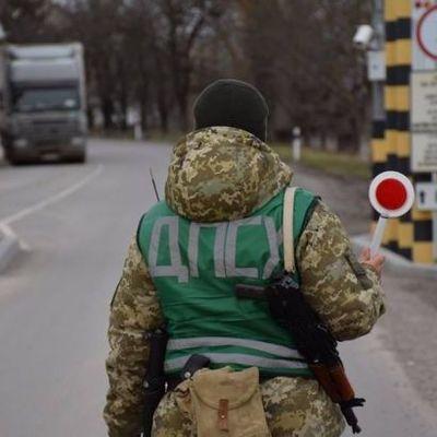 На границе с Румынией со стрельбой остановили автомобиль, есть раненый