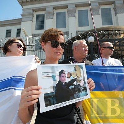 Возле российского консульства в Киеве состоялась акция