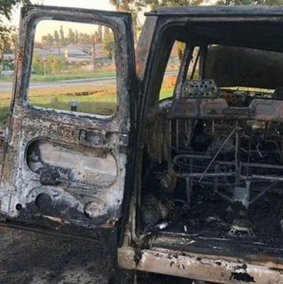 На Подоле сгорел фургон, его подожгли неизвестные в масках
