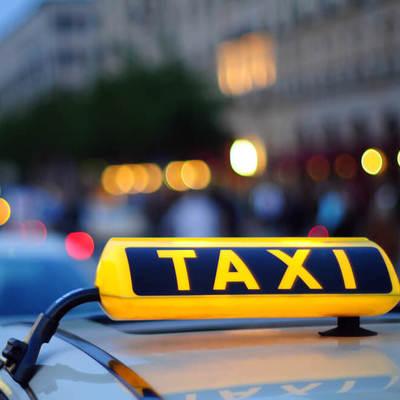 В Киев таксист изнасиловал и ограбил пассажирку