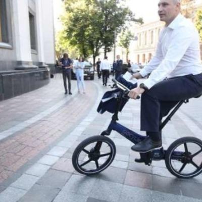 Кличко приехал в Раду на велосипеде