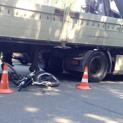 В Киеве грузовик сбил ребенка на пешеходном переходе