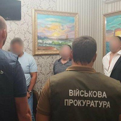 Напротив здания Офиса президента задержали злоумышленников