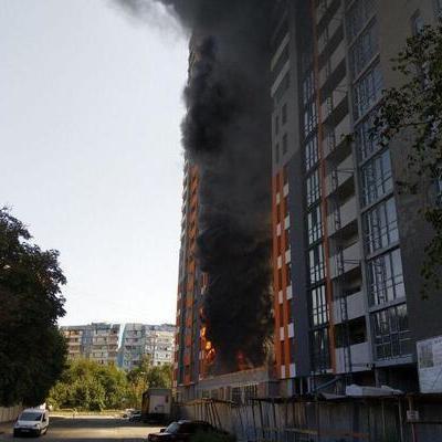 В Киеве на ул. Бережанской, 15 вспыхнул масштабный пожар в новострое