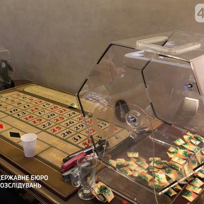 В Киеве правоохранители разоблачили подпольное казино, работу которого покрывали полицейские