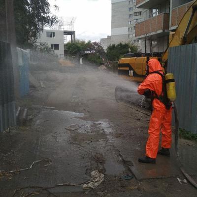 В Киеве на стройплощадке обнаружены баллоны с неизвестным веществом