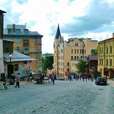 В выходные в столице будут праздновать День рождения Андреевского спуска