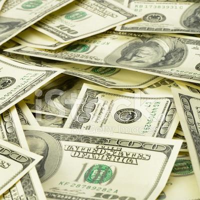 Деньги везде: в столице доллары разбросало по асфальту в результате ДТП