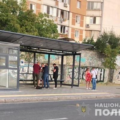 Киевлянин попросил пьяную компанию не шуметь, его ударили ножом
