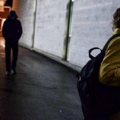 Изнасиловал и пошел за продуктами: мужчина надругался над девушкой в столичном сквере