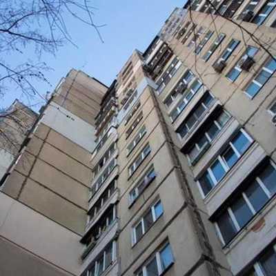 В центре Киева женщина выпала из окна 8 этажа