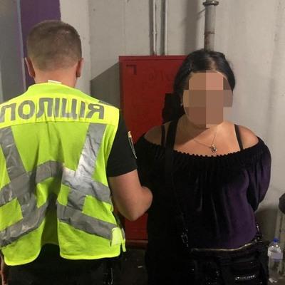 В киевском ТРЦ карманники за несколько минут обворовали двух посетителей