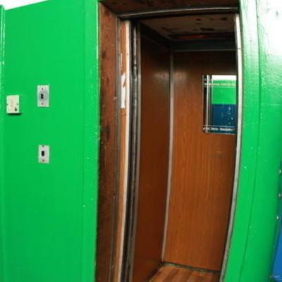 В Киеве оборвался лифт с двумя женщинами