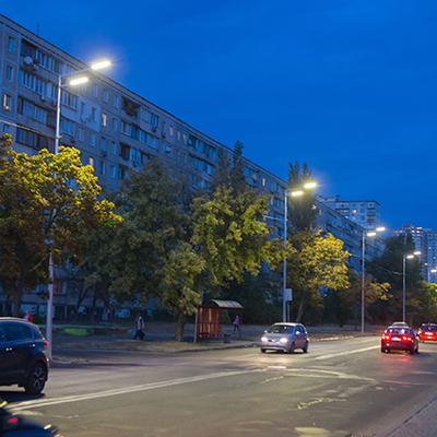 На Днепровской набережной установили новое освещение