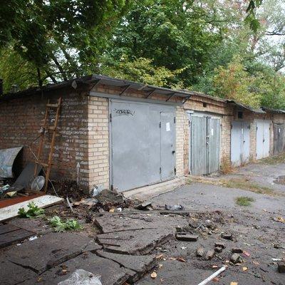 Киевляне сидят без воды из-за самовольно построенных гаражей
