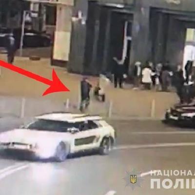 На Майдане иностранца ранили ножом