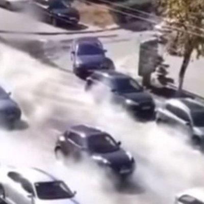 Улицу Саксаганского в Киеве залило кипятком