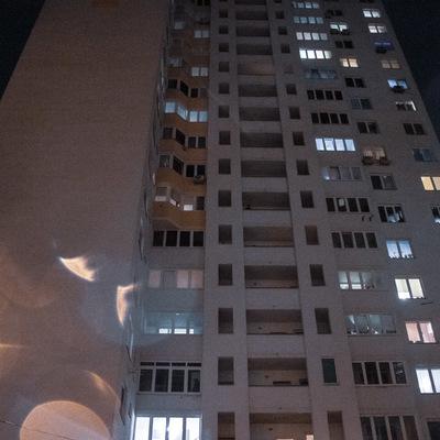 В Киеве с 10-го этажа спрыгнул школьник