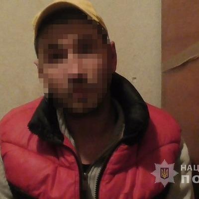 В Киеве ранее судимый мужчина демонстрировал компании подростков свой половой орган
