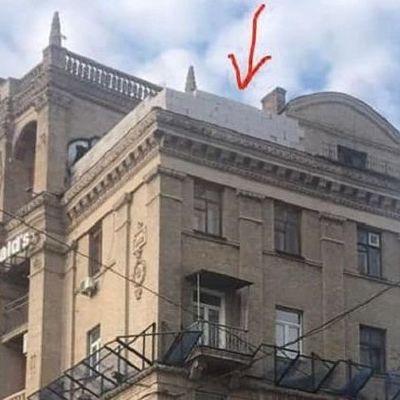 Жильцы дома на Майдане назвали имя владельца скандальной надстройки