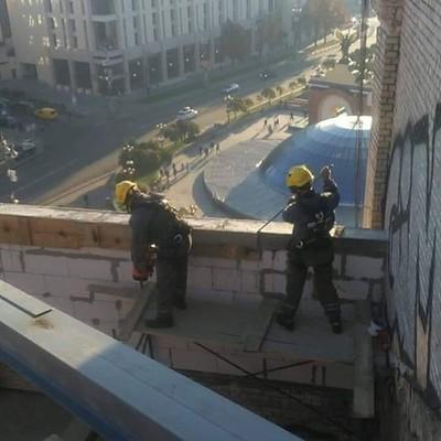 В центре столицы демонтируют надстройку на улице Софиевской