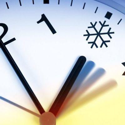 Украинцам напоминают о переводе часов на зимнее время