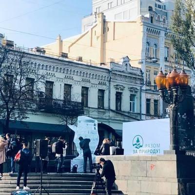 На бульваре Шевченко установили ледяную скульптуру