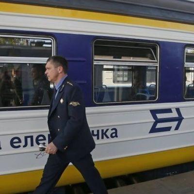 На станции «Борщаговка» вандалы повредили вагоны и украли провода