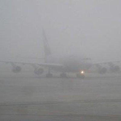 В Жулянах четвертый день отменяют и переносят рейсы из-за тумана
