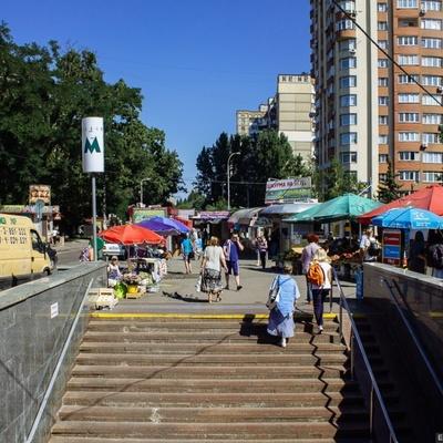 В Киеве возле станции метро ограбили и изнасиловали студентку