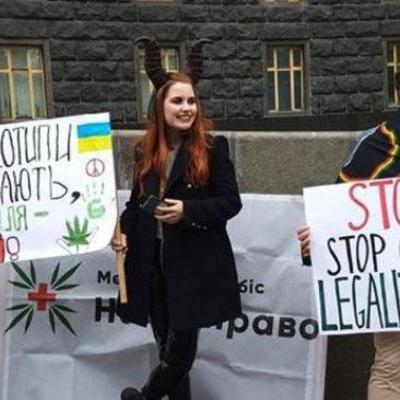 В Киеве люди вышли на